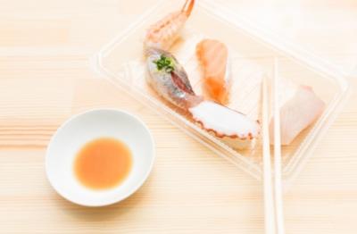 お持ち帰りしたお高級寿司を食べる