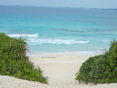 宮古島の砂山ビーチへ向かう道