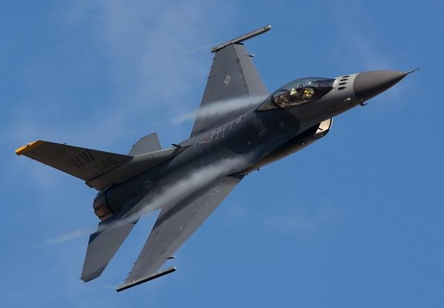 米軍F-16の勇姿