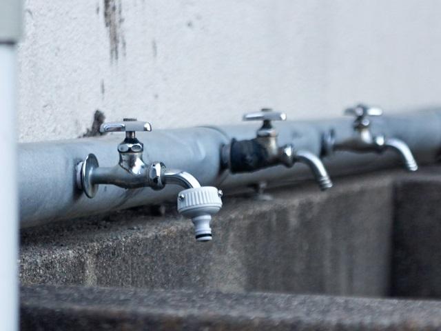 校舎裏の水飲み場