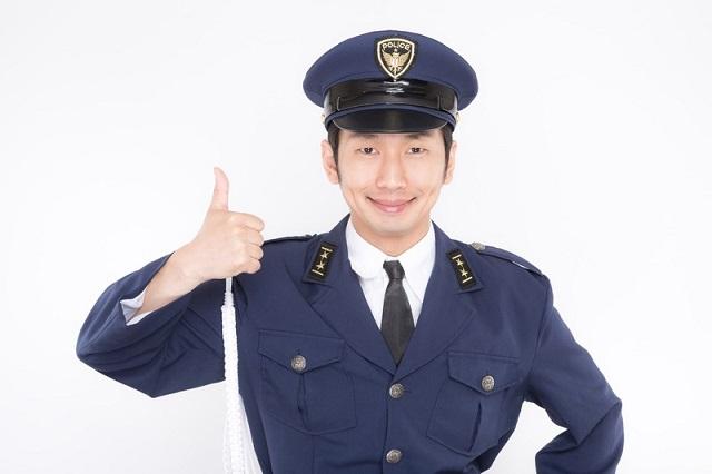 笑顔で職質してくる男性警察官