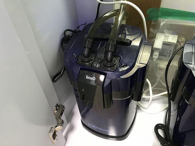水槽台に置いた外部式フィルター