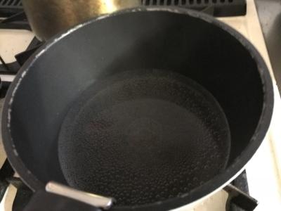 沸騰し始めた鍋