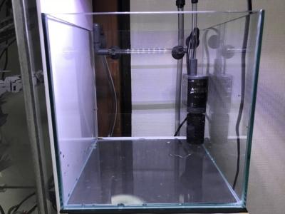 メガパワー2045を空水槽に設置した様子(正面)