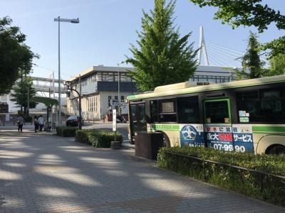 天保山のバス停とバス