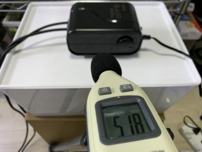 GEX製エアーポンプ「e-AIR 6000WB」と騒音計で音量を測定