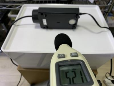 水作のエアーポンプ「水心 2S」横にし倒したときの音を測定