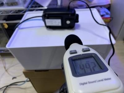 「ノンノイズ W1000」よこに倒した時の音量49.2dB