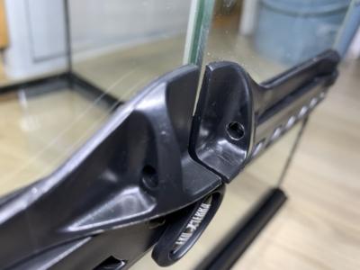 グラステラリウム 3030、ワイヤーロック用の穴