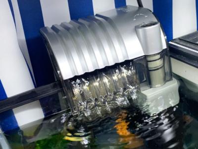 外掛け式フィルターの排出口